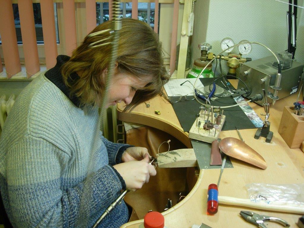 Brillenherstellung Feinschliff