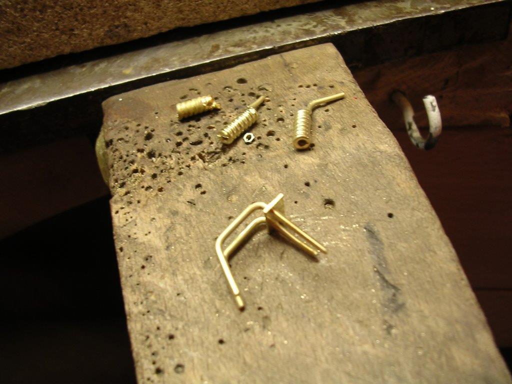 Goldbrillen Herstellung Einzelteile